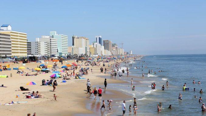 Image Showing Tourist Enjoying Their Vocation In Virginia Beach