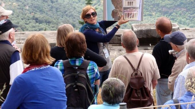 An image repesenting the Tourist Guide and the Tourists around